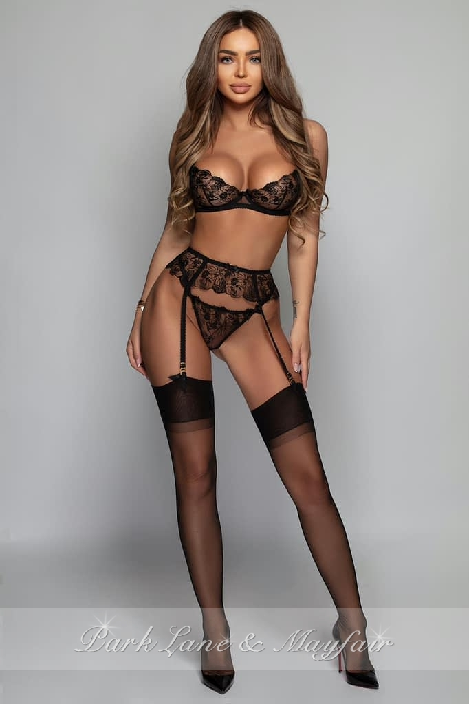 Model Gisella looking amazing in her high end lingerie and heels