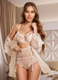Make the right escort choice with high end call-girl Candice