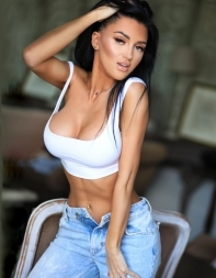 Fetish escort Cassy in sports bra and jeans