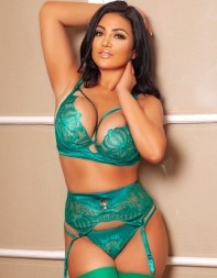 Escort Fernanda looking super hot with her curvy body and beautiful features