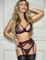 Elite escort Rozanna in stockings and suspenders - Brazilian escort in Knightsbridge, Belgravia, Victoria